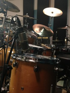 Heil Sound PR30 on the floor tom
