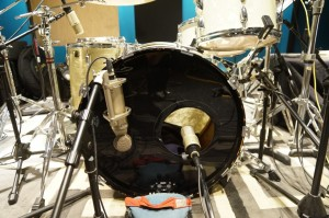 Heil Sound PR40 & Studio Projects CS5 on the kick drum. FullOnDrums.com Session Report at Ultimate Studios, Inc.